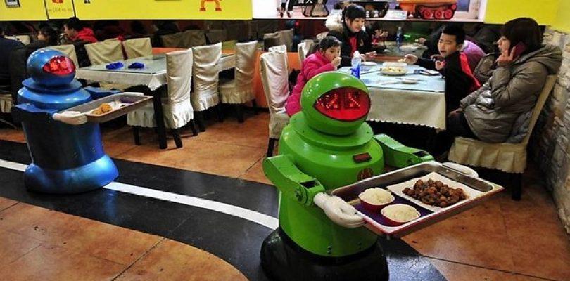 Cari gourmet terrestri, benvenuti al Robot Restaurant